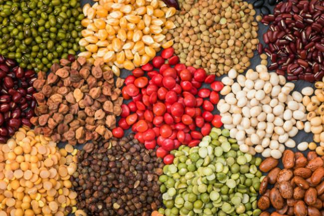 Legumi secchi multicolor per lo sfondo diversi fagioli secchi per mangiare sano 3236 1645